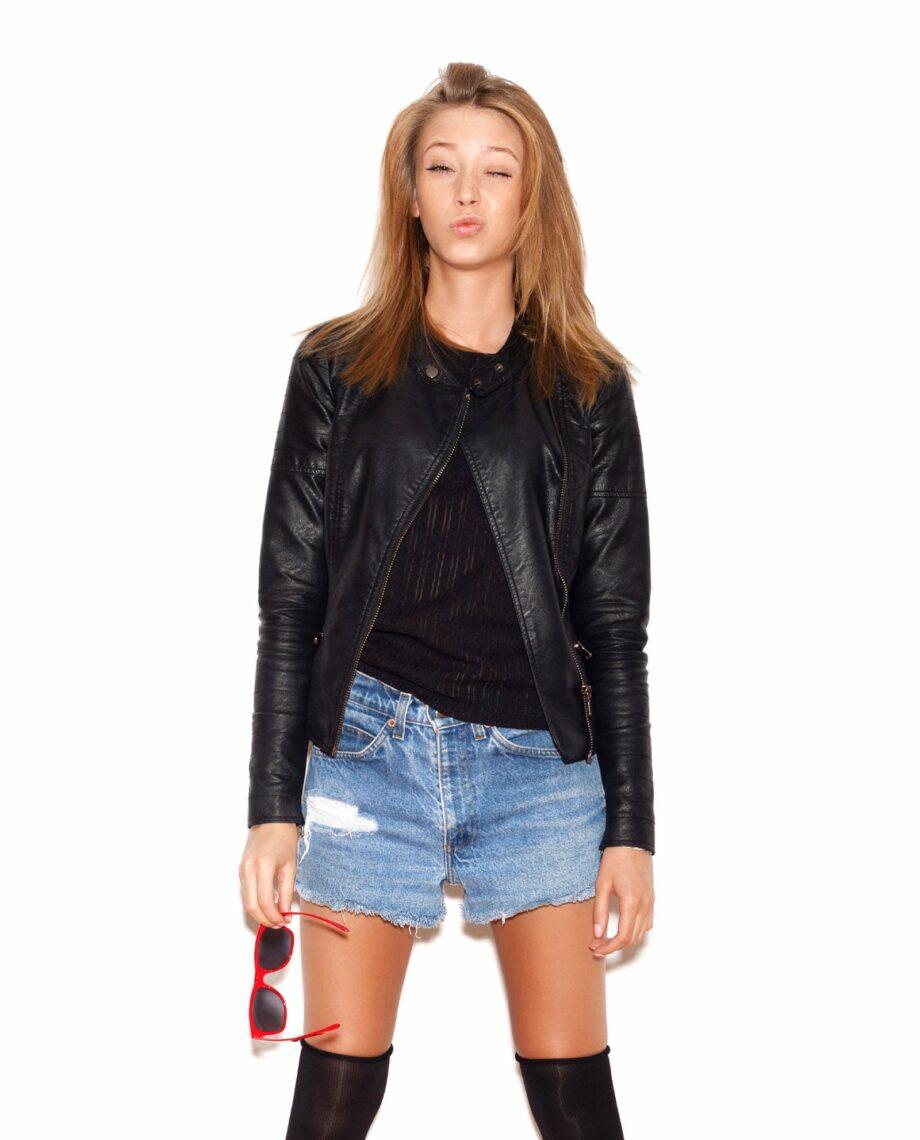 https://der-fred.de/wp-content/uploads/2017/01/black-leather-jacket-03-2.jpg